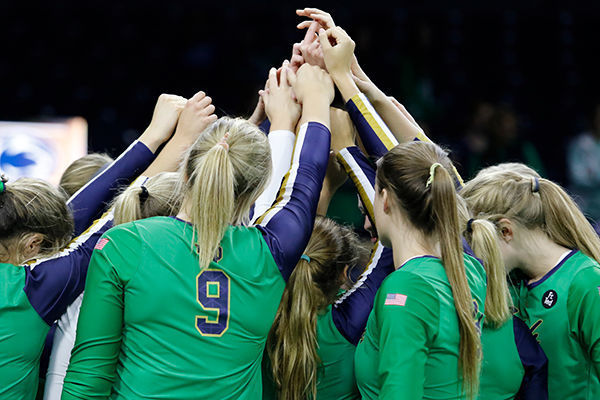 Volleyball Huddle 600x400