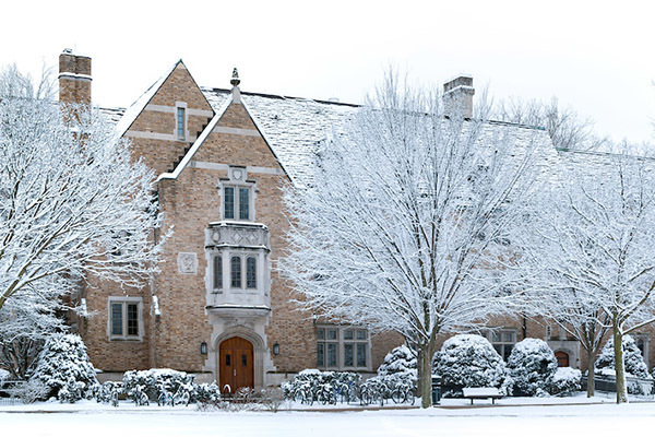 Alumni Hall Snow Feb18 600x400